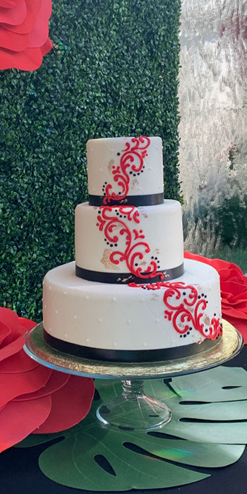 wedding cake at 5120 restaurant venue space